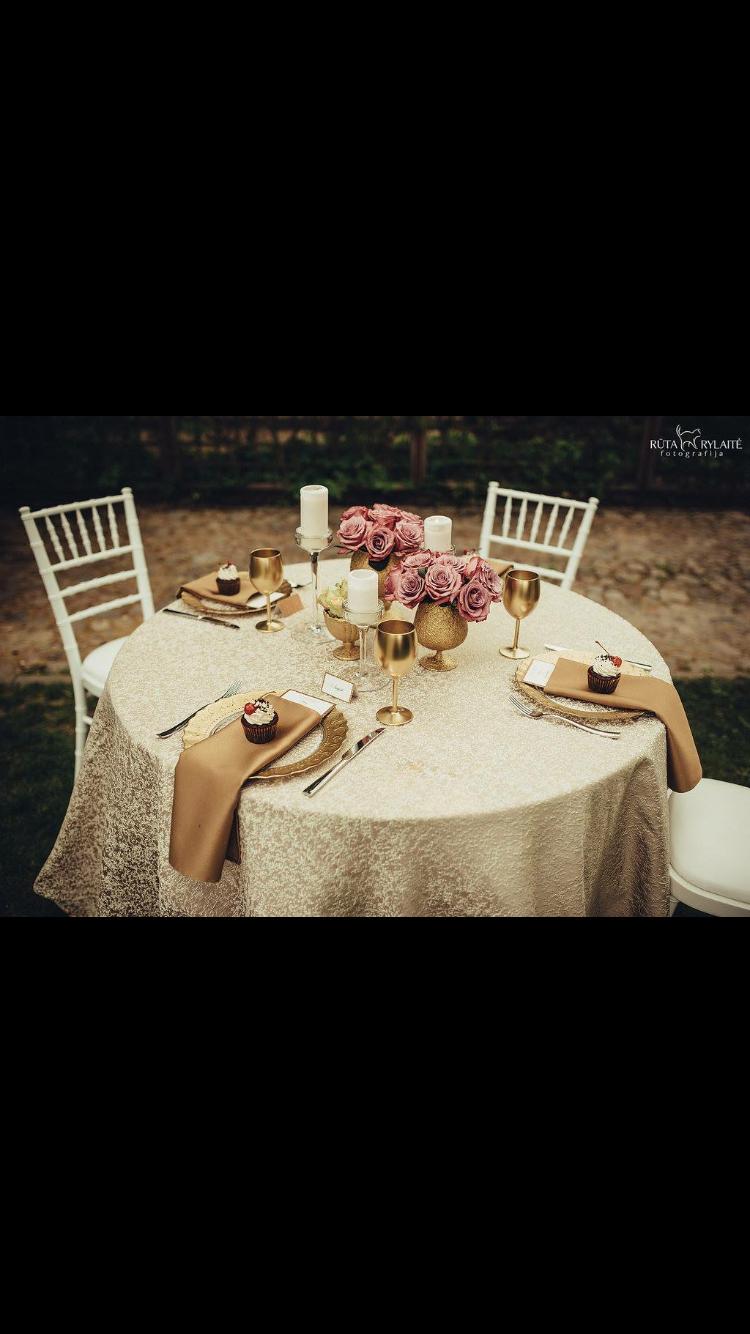 stalu dekoravimas